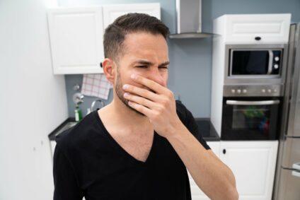 Backofen stinkt? Die häufigsten Gründe und wie Sie Abhilfe schaffen können