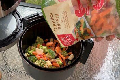 Wie lange braucht gefrorenes Gemüse in der Heißluftfritteuse?