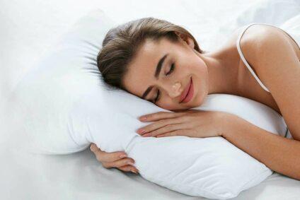 Mit Oder Ohne Kissen Schlafen: Was Ist Gesünder Für Den Nacken?